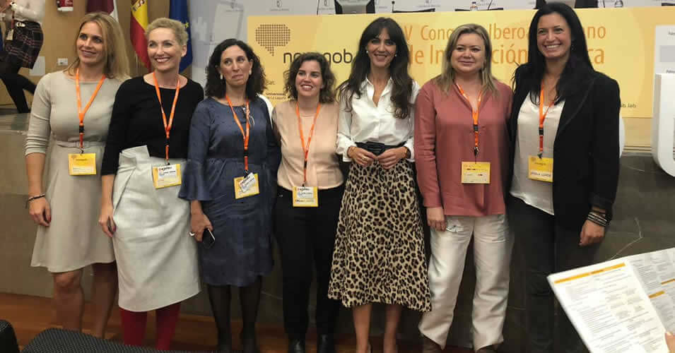 Mujeres en el Sector Publico - Estamos Aqui